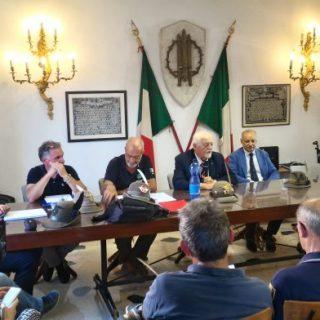 L'intervento del Presidente Favero, al tavolo con i consiglieri nazionali Genovese, Macalli, Dal Paos e il Presidente della Sezione Bolognese Romagnola Costa.